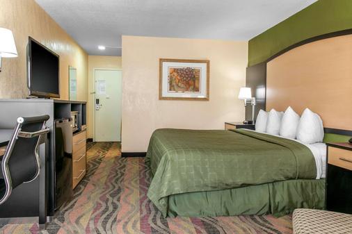 Quality Inn Conference Center - Logansport - Bedroom