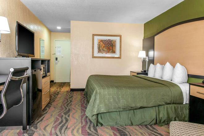 Quality Inn Conference Center - Logansport - Schlafzimmer