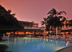 Bamburi Beach Hotel - Mombasa - Piscina
