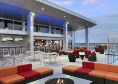 The Broadway Columbia - a DoubleTree by Hilton - Columbia - Bar