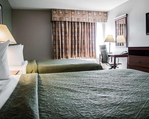 Quality Inn & Suites Near Fairgrounds Ybor City - Tampa - Bedroom