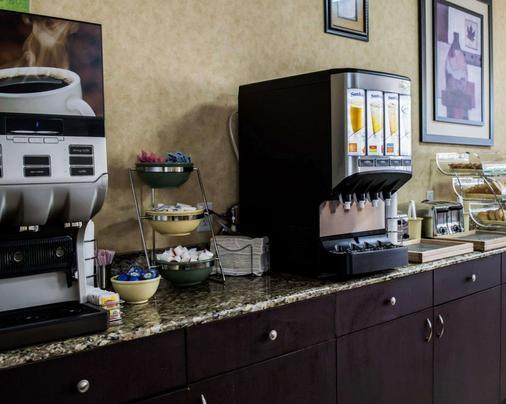 宜博市露天市場附近品質旅館及套房酒店 - 坦帕 - 坦帕 - 自助餐