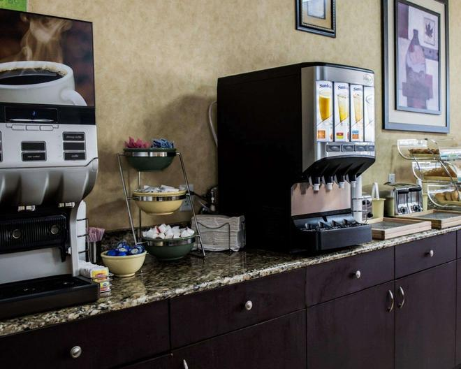 Quality Inn & Suites Near Fairgrounds Ybor City - Tampa - Buffet