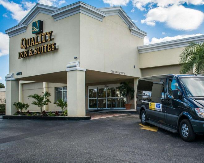 Quality Inn & Suites Near Fairgrounds Ybor City - Tampa - Building