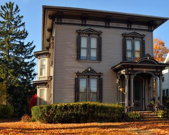 La Belle Vie Bed & Breakfast - Penn Yan - Gebouw