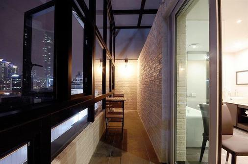 Queens Hotel - Busan - Balcony