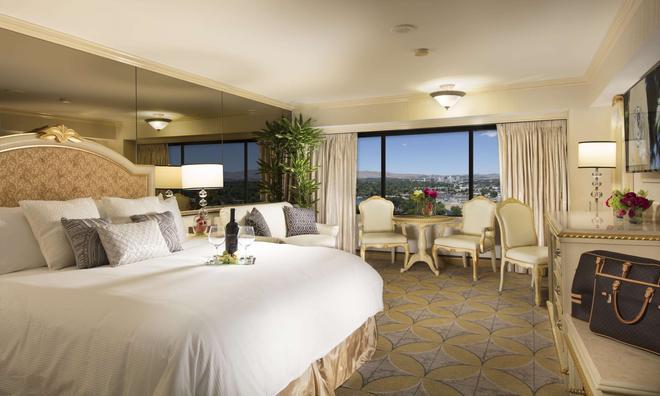 Peppermill Resort Spa Casino - Reno - Bedroom