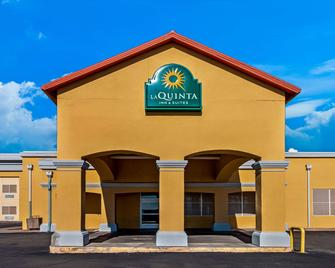 La Quinta Inn & Suites by Wyndham Santa Rosa - Santa Rosa - Building