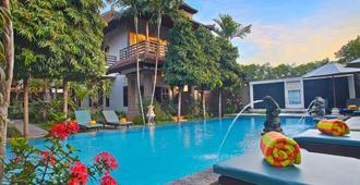 Puri Sading Hotel - Denpasar - Piscina