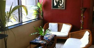 Akinabalu Youth Hostel - Kota Kinabalu - Living room