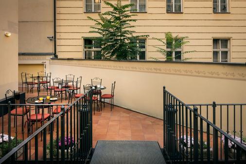 Hotel Caesar Prague - Prague - Balcony