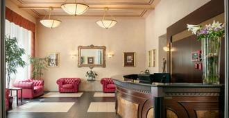 Hotel Caesar Prague - פראג - דלפק קבלה