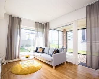 Kotimaailma Apartments Vaasa - Vaasa - Living room