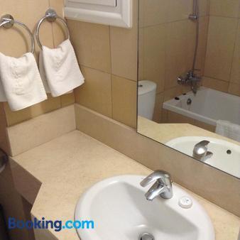 Nissi Park Hotel - Ayia Napa - Bathroom