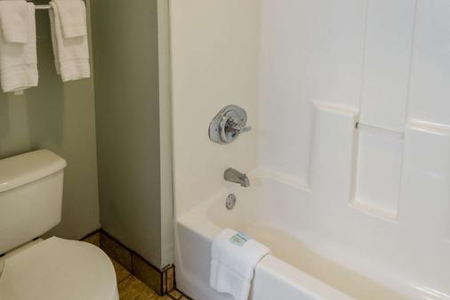 Quality Inn - Gulf Shores - Bathroom