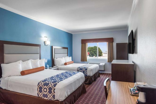 Rodeway Inn & Suites Pasadena - Pasadena - Makuuhuone