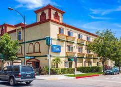 Rodeway Inn & Suites Pasadena - Pasadena - Rakennus