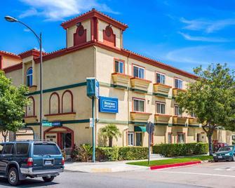 Rodeway Inn & Suites Pasadena - Pasadena - Building