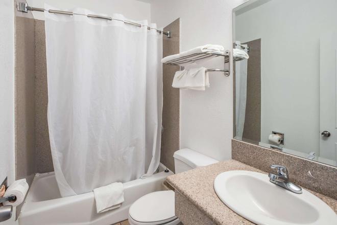 Rodeway Inn & Suites Pasadena - Pasadena - Kylpyhuone