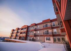 Stanton Suites Hotel - Yellowknife - Building