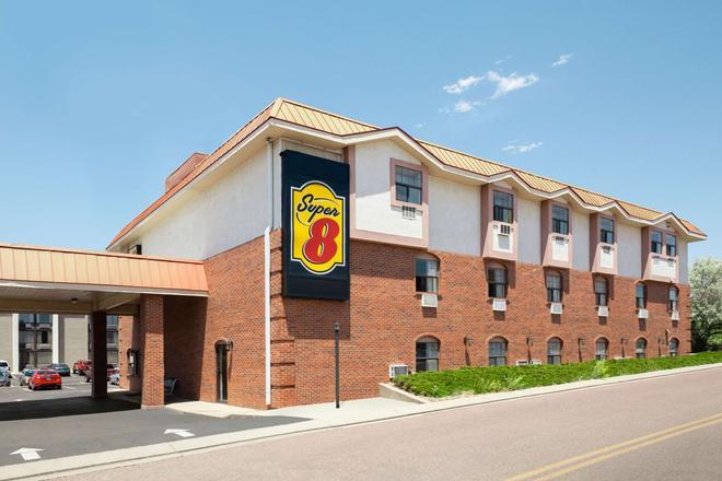 Super 8 by Wyndham Colorado Springs/Afa Area - Колорадо-Спрингс - Здание