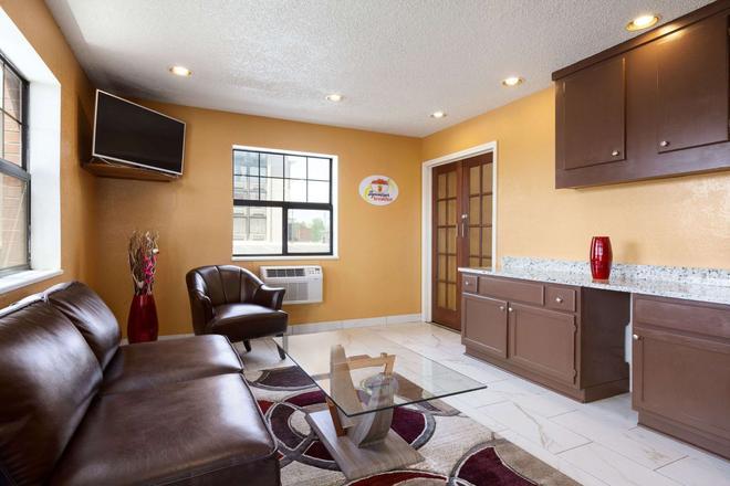 Super 8 by Wyndham Colorado Springs/Afa Area - Колорадо-Спрингс - Гостиная
