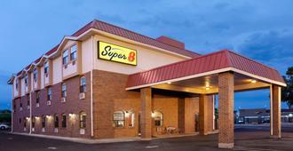 Super 8 by Wyndham Colorado Springs/Afa Area - Colorado Springs - Building