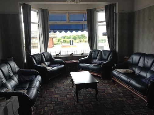 North Parade Seafront Accommodation - Skegness - Living room
