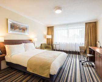 Holiday Inn Warrington - Warrington - Schlafzimmer