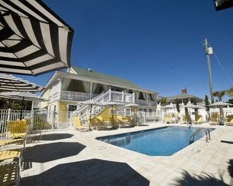 Georgianne Inn & Suites - Tybee Island - Pool