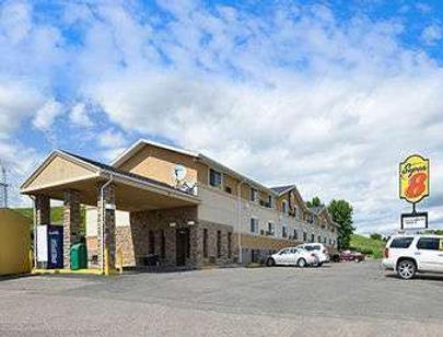 Super 8 by Wyndham Minot Airport - Minot - Building