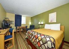 Super 8 by Wyndham Minot Airport - Minot - Bedroom