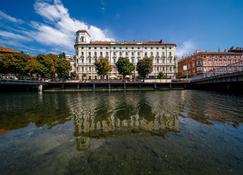 Hotel Continental - רייקה - בניין