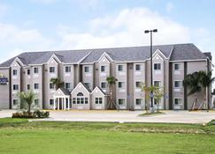 Microtel Inn & Suites by Wyndham Breaux Bridge - Breaux Bridge - Building