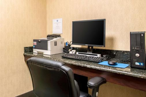 Comfort Inn and Suites - Tunkhannock - Business center