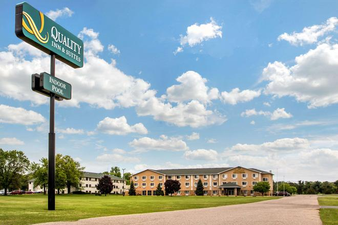 Quality Inn & Suites - Wisconsin Dells - Building