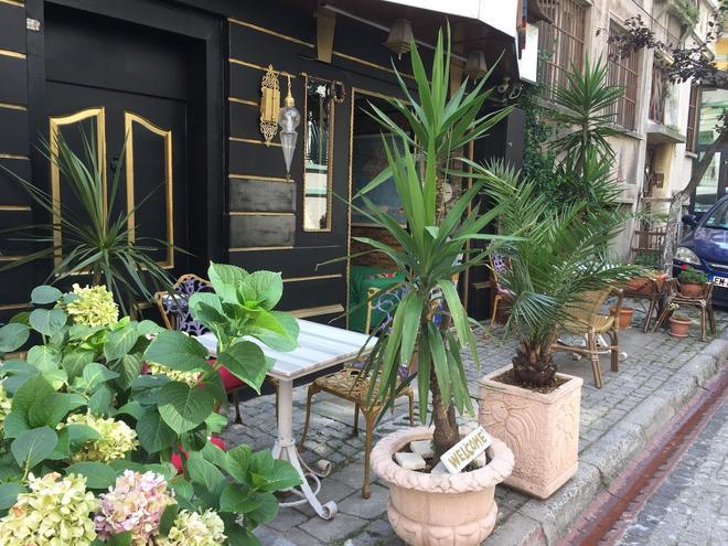 Avrasya Hostel - Istanbul - Patio