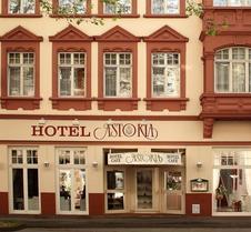 阿斯托里亞特里爾酒店 - 特里爾