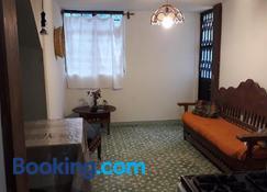 Casa entera sólo para ti. Sencilla y cómoda para familia, estudios o trabajo - Morelia - Living room