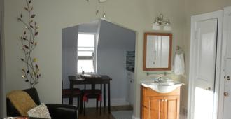Exceptional! Must See! Sunny Studio Top Location, Private Balcony - Denver - Wohnzimmer