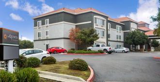 La Quinta Inn & Suites by Wyndham Visalia/Sequoia Gateway - Visalia