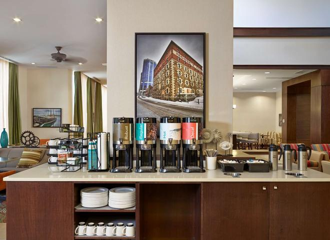 Homewood Suites by Hilton Halifax-Downtown, Nova Scotia - Halifax - Buffet