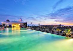 de Vins Sky Hotel Seminyak - Kuta - Pool