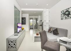 Cham Oasis Nha Trang Resort Condotel - Nha Trang - Living room