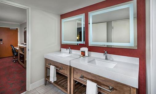 Desert Palms Hotel & Suites - Anaheim - Bathroom
