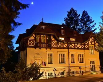 Hotel Sant Georg - Μαριάνσκε Λαζνέ - Κτίριο