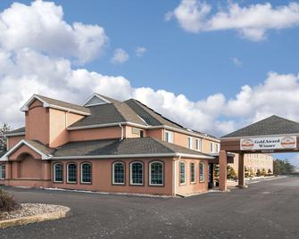 Comfort Inn Amish Country - New Holland - Building