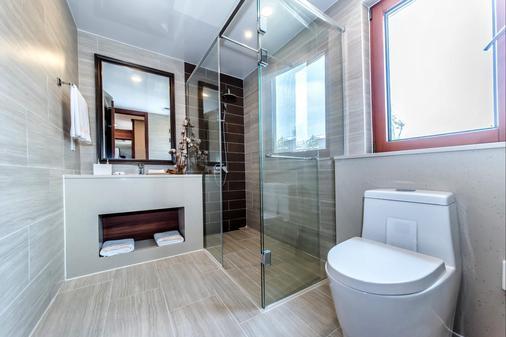 Camphortree Hotel and Resort - Thành phố Jeju - Phòng tắm