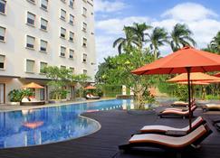 Harris Hotel Sentul City Bogor - Babakan Madang - Pool