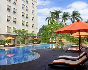 Harris Hotel Sentul City - Bogor - Babakan Madang - Басейн